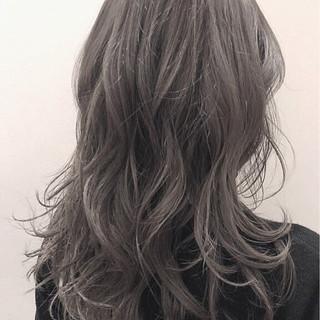 外国人風カラー アッシュグレージュ ロング グレージュ ヘアスタイルや髪型の写真・画像
