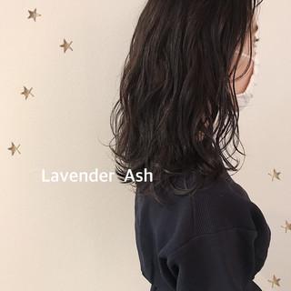 大人女子 暗髪 大人可愛い ラベンダーアッシュ ヘアスタイルや髪型の写真・画像