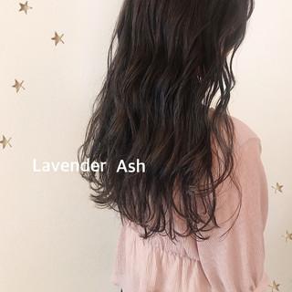 セミロング ナチュラル ラベンダーアッシュ 大人女子 ヘアスタイルや髪型の写真・画像