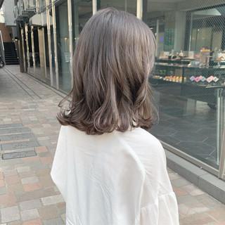 ミディアム ミルクティーアッシュ ミルクティーグレージュ ダブルカラー ヘアスタイルや髪型の写真・画像