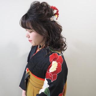 セミロング ヘアアレンジ 謝恩会 ナチュラル ヘアスタイルや髪型の写真・画像