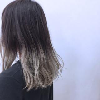 ミディアム ホワイト ストリート グラデーションカラー ヘアスタイルや髪型の写真・画像