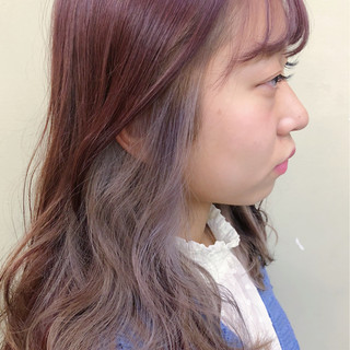 ホワイトアッシュ インナーカラー ガーリー ピンク ヘアスタイルや髪型の写真・画像