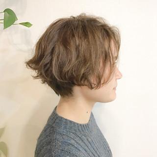 ストリート アッシュ 色気 ゆるふわ ヘアスタイルや髪型の写真・画像