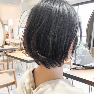 インナーカラー ショートボブ ナチュラル デジタルパーマ ヘアスタイルや髪型の写真・画像