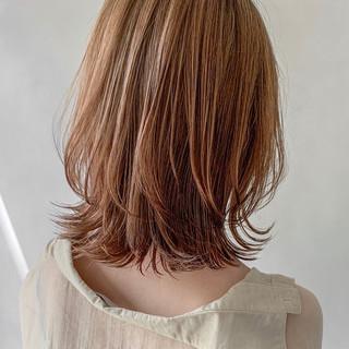 ナチュラル ミディアムレイヤー レイヤーカット 前髪あり ヘアスタイルや髪型の写真・画像