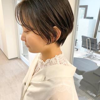 オフィス デート ショートボブ ナチュラル ヘアスタイルや髪型の写真・画像