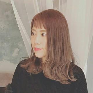 セミロング グラデーションカラー グレージュ エレガント ヘアスタイルや髪型の写真・画像