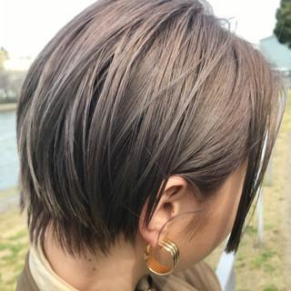 シアーベージュ 透明感カラー ショート ナチュラル ヘアスタイルや髪型の写真・画像