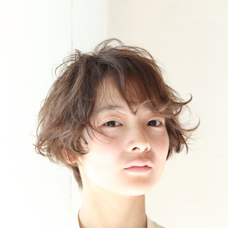 ショート 卵型 フェミニン ハイライト ヘアスタイルや髪型の写真・画像