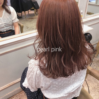 ヘアカラー セミロング ピンク ナチュラル ヘアスタイルや髪型の写真・画像
