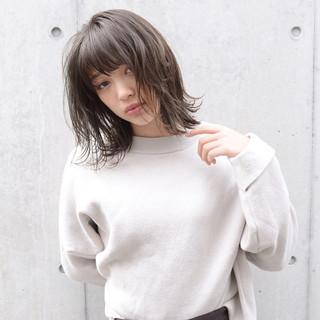 グレージュ アッシュ 前髪あり 透明感 ヘアスタイルや髪型の写真・画像
