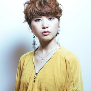 ワイドバング ショート グラデーションカラー パーマ ヘアスタイルや髪型の写真・画像