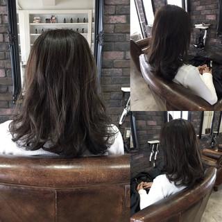 セミロング 暗髪 外国人風 ナチュラル ヘアスタイルや髪型の写真・画像