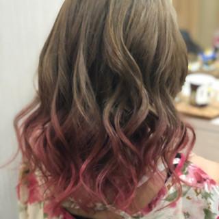 ベリーピンク フェミニン バレイヤージュ ピンクベージュ ヘアスタイルや髪型の写真・画像