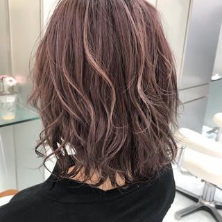 ミディアム グラデーションカラー バレイヤージュ ストリート ヘアスタイルや髪型の写真・画像