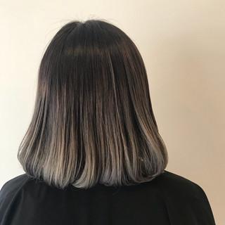 グレージュ ボブ ストリート ダブルカラー ヘアスタイルや髪型の写真・画像