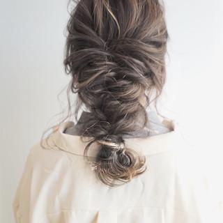 アッシュ ミルクティーベージュ ミルクティー セミロング ヘアスタイルや髪型の写真・画像