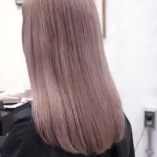 ブロンド セミロング ブロンドカラー ナチュラル ヘアスタイルや髪型の写真・画像