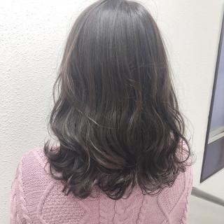 パーマ 透け感ヘア 透け感 アッシュグレー ヘアスタイルや髪型の写真・画像