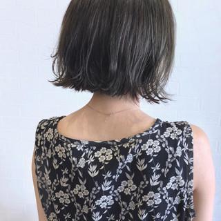 切りっぱなし グレーアッシュ ナチュラル ボブ ヘアスタイルや髪型の写真・画像