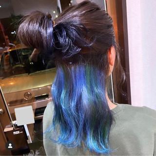 派手髪 インナーカラー グリーン モード ヘアスタイルや髪型の写真・画像