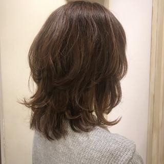 くせ毛風 アッシュ グラデーションカラー レイヤーカット ヘアスタイルや髪型の写真・画像