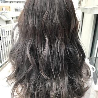 アッシュグレージュ 透明感 ナチュラル ロング ヘアスタイルや髪型の写真・画像