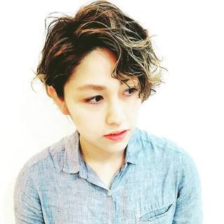 外国人風 パーマ ショート アッシュ ヘアスタイルや髪型の写真・画像