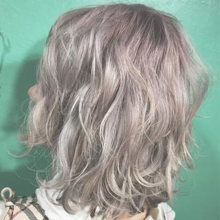簡単ヘアアレンジ ハイライト ミディアム ブリーチ ヘアスタイルや髪型の写真・画像