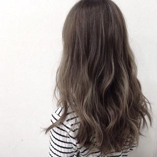 ゆるふわ グラデーションカラー グレージュ ナチュラル ヘアスタイルや髪型の写真・画像