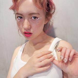 外国人風 ストリート ピンク 簡単ヘアアレンジ ヘアスタイルや髪型の写真・画像