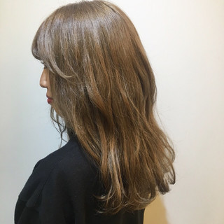 ダブルカラー ロング ハイトーン ナチュラル ヘアスタイルや髪型の写真・画像