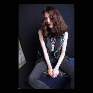 ウェーブ センターパート 春 セミロング ヘアスタイルや髪型の写真・画像