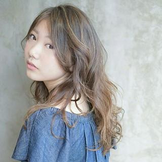 ウェーブ くせ毛風 アンニュイ ナチュラル ヘアスタイルや髪型の写真・画像