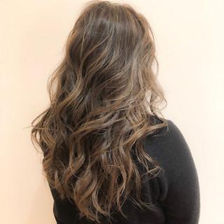 デート 巻き髪 ハイライト ロング ヘアスタイルや髪型の写真・画像
