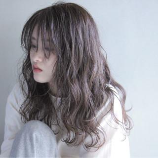 セミロング アディクシーカラー オリーブベージュ モデル ヘアスタイルや髪型の写真・画像