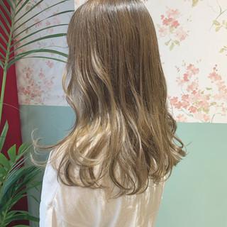 ミルクティー ミルクティーアッシュ ナチュラル ダブルカラー ヘアスタイルや髪型の写真・画像