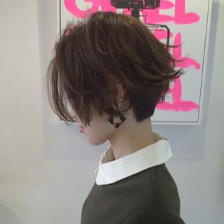 外ハネ アッシュベージュ ボブ 大人女子 ヘアスタイルや髪型の写真・画像