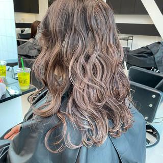 ラベンダーアッシュ ピンクベージュ ロング デート ヘアスタイルや髪型の写真・画像
