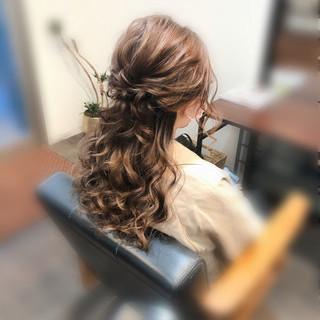 ねじり ヘアセット ヘアアレンジ ハーフアップ ヘアスタイルや髪型の写真・画像
