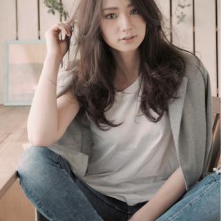 外国人風 セミロング フェミニン アッシュ ヘアスタイルや髪型の写真・画像