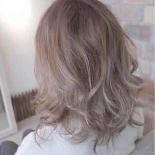 ミディアム アッシュ エレガント 上品 ヘアスタイルや髪型の写真・画像