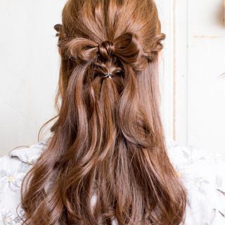 ツイスト 編み込み セミロング ヘアアレンジ ヘアスタイルや髪型の写真・画像