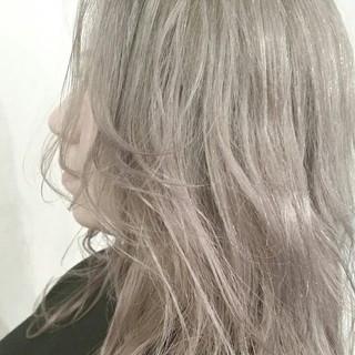 ハイトーン アッシュ 春 ストリート ヘアスタイルや髪型の写真・画像