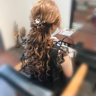 結婚式 ハーフアップ フェミニン ねじり ヘアスタイルや髪型の写真・画像