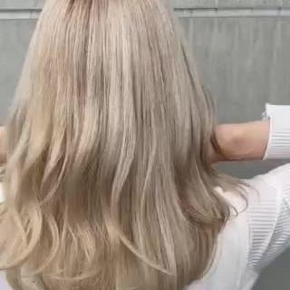 ミルクティーベージュ エレガント セミロング ホワイト ヘアスタイルや髪型の写真・画像