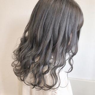 シアグレー ミディアム 透明感 グレー ヘアスタイルや髪型の写真・画像