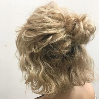 ショート ヘアアレンジ ハイライト 波ウェーブ ヘアスタイルや髪型の写真・画像