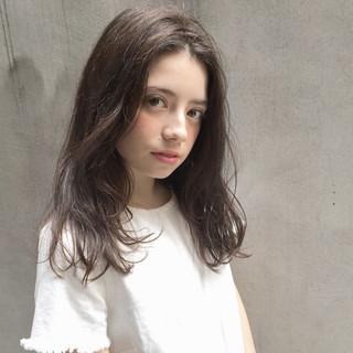 フリンジバング ナチュラル 大人女子 前髪あり ヘアスタイルや髪型の写真・画像